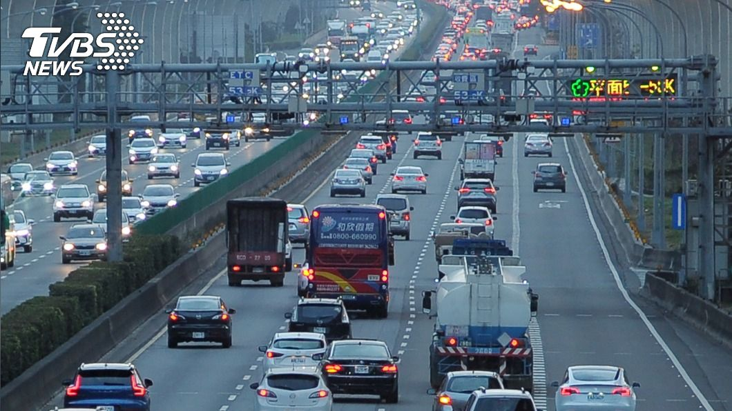 (圖/中央社) 檢討春節疏運 林佳龍指示強化公共運輸優先