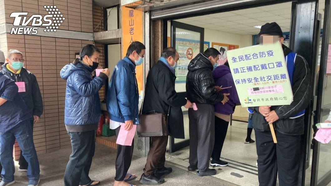 (圖/中央社) 街友被社會安全網接起 經協助治療後成社區好幫手