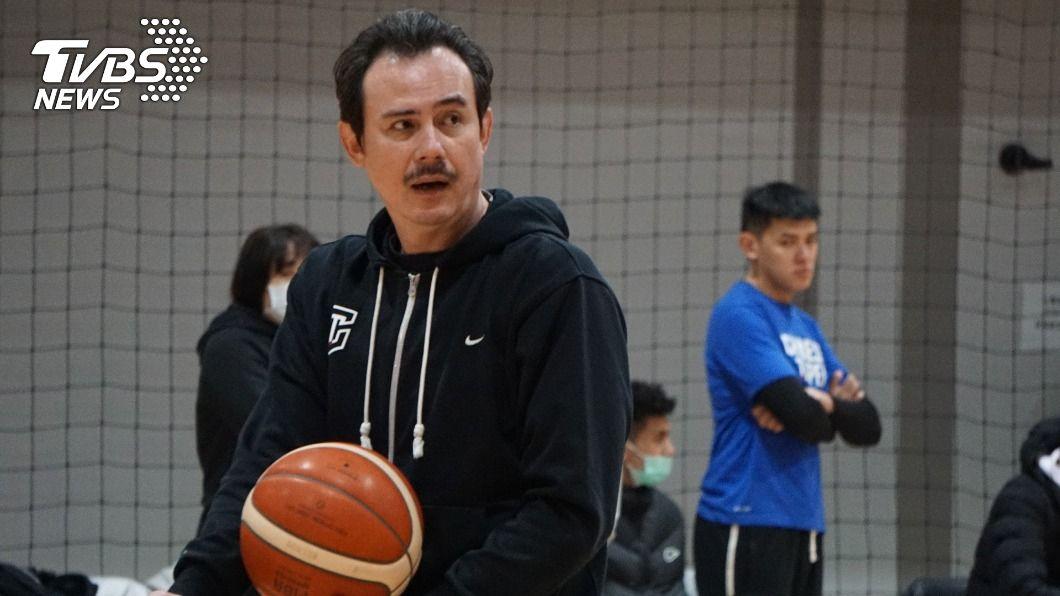 圖為中華隊執行教練鄭志龍。(圖/中央社) 全隊剩7人!亞洲盃男籃中華隊宣布退賽 恐遭重罰
