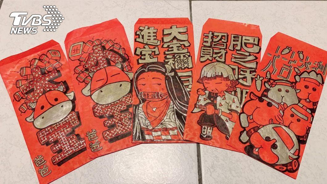 吳先生耗時2晚手繪紅包袋給孩子們。(圖/吳先生授權提供) 神作!紅包重現當紅動漫 水電工爸耗2晚不喊累