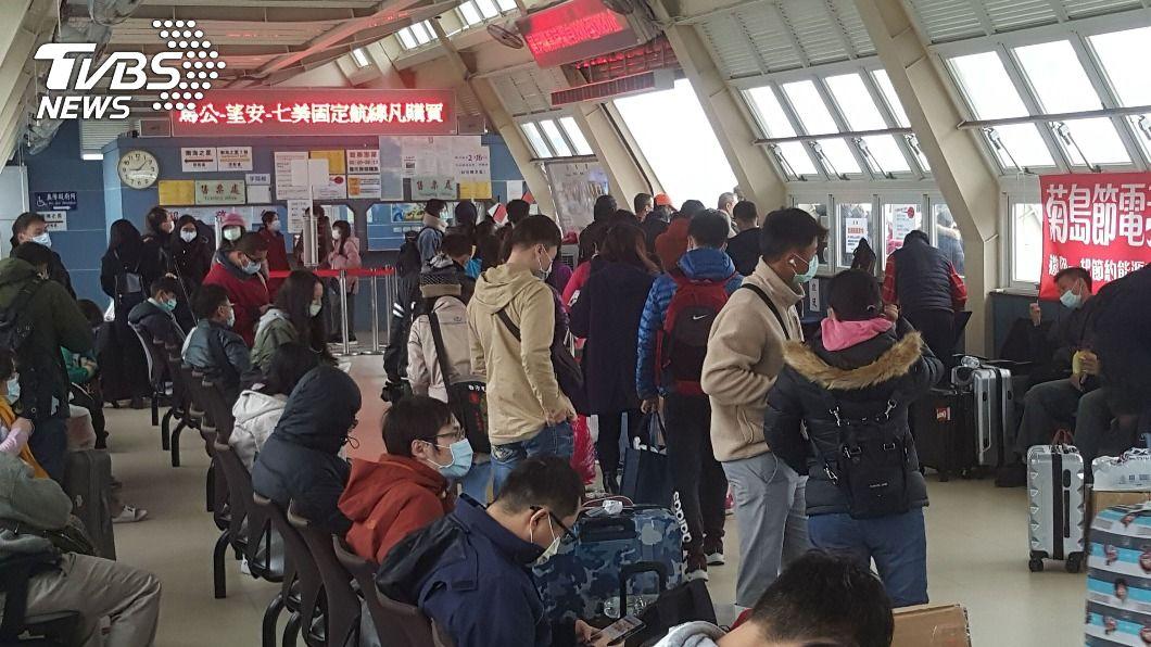 (圖/中央社) 春節連假首日 澎湖海空交通估旅客出入逾萬人次