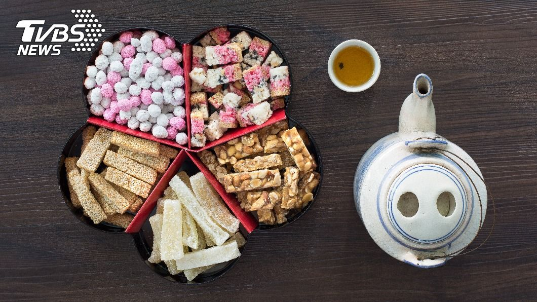 過年時家家戶戶會準備零食與親友一起享用。(示意圖/shutterstock達志影像) 春節傳統零食太涮嘴 熱量排名Top15小心發福