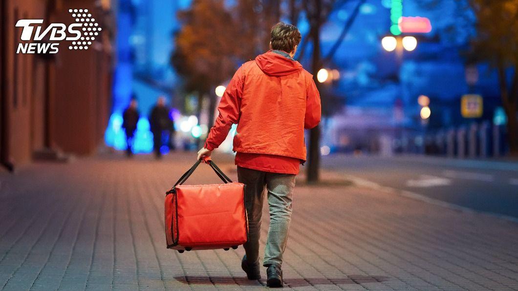 馬來西亞一名男大生半工半讀,每天徒步15公里送餐。(示意圖/shutterstock 達志影像) 單車都買不起!馬國男大生「日走15KM」送餐撐家計