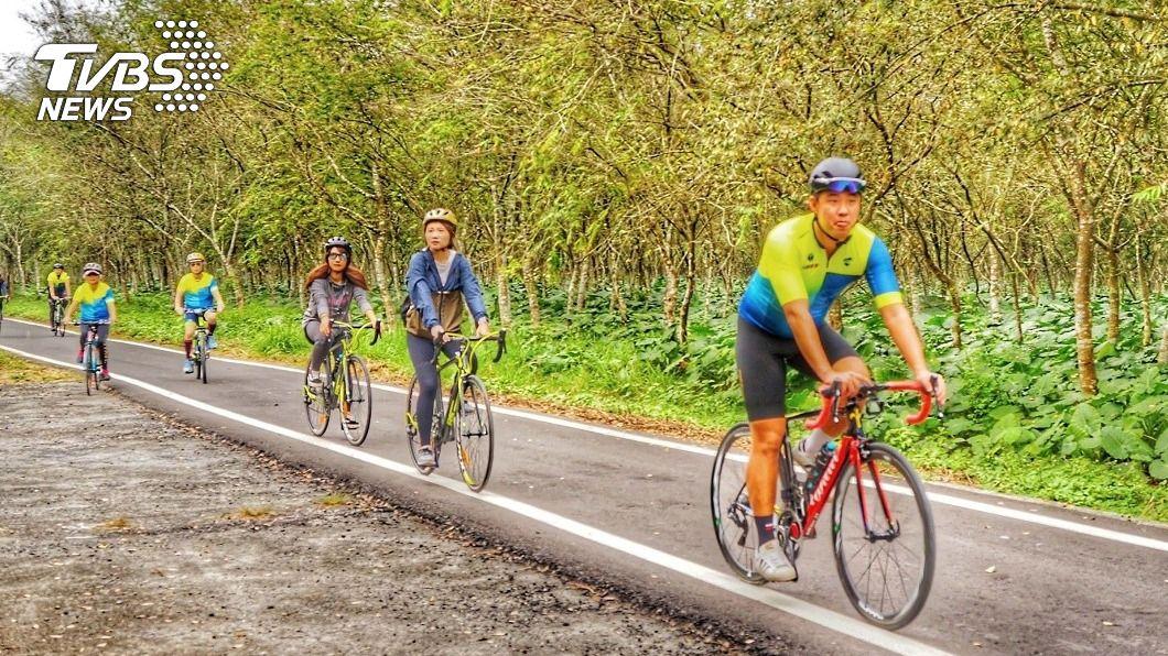 屏東觀光局推動「2021自行車旅遊年」。(圖/中央社) 走春好選擇 糖鐵自行車道從萬金玩到東港林邊