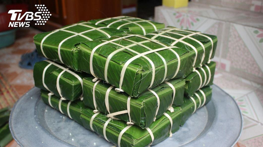外觀方形傳統越南粽,主要包3種料,包括糯米、綠豆、豬肉。(圖/中央社) 越南過年習俗與台大不同 包方形粽憶始祖雄王