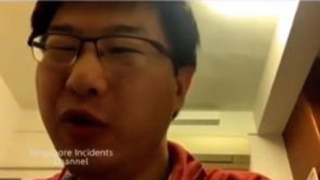 受到新冠肺炎疫情影響,新加坡一名大學副教授改用視訊方式線上授課。(圖/翻攝自YouTube) 傻眼!星教授視訊授課2小時 誤轉靜音做白工