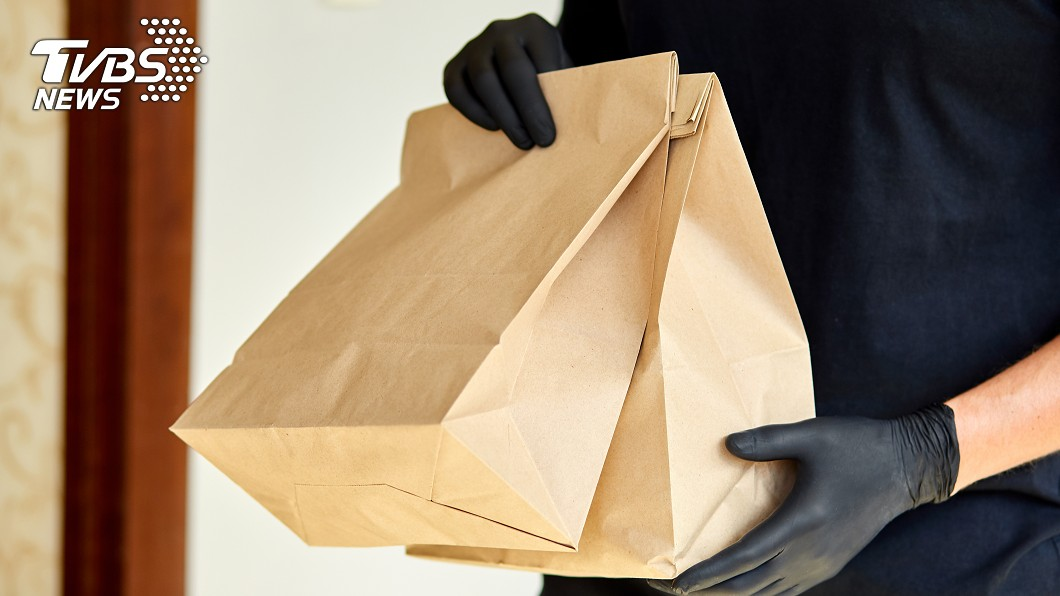 近來美食外送平台興起。(示意圖/shutterstock達志影像) 刷卡幫訂餐 女怒控外送員「重複收費」:欺負老人