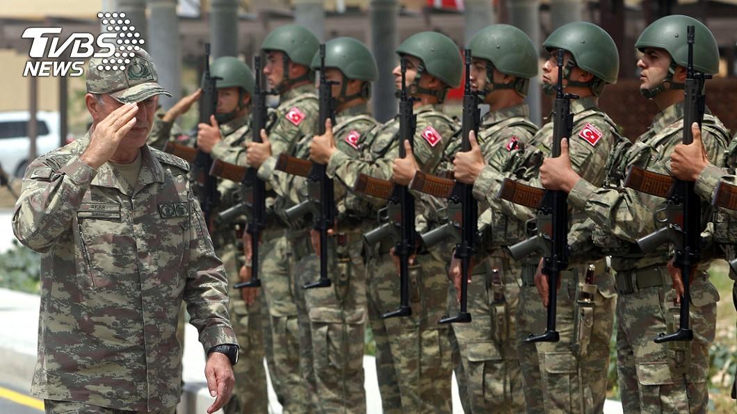 土耳其國防部長艾卡。(圖/達志影像路透社) 土耳其對非法組織發動攻擊 13人質反遭綁架撕票