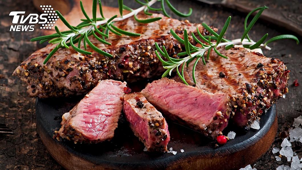 牛排是不少人喜愛的美食之一。(示意圖/shutterstock達志影像) 牛排怎煎才美味?日達人曝加「2魔法佐料」秒柔軟多汁