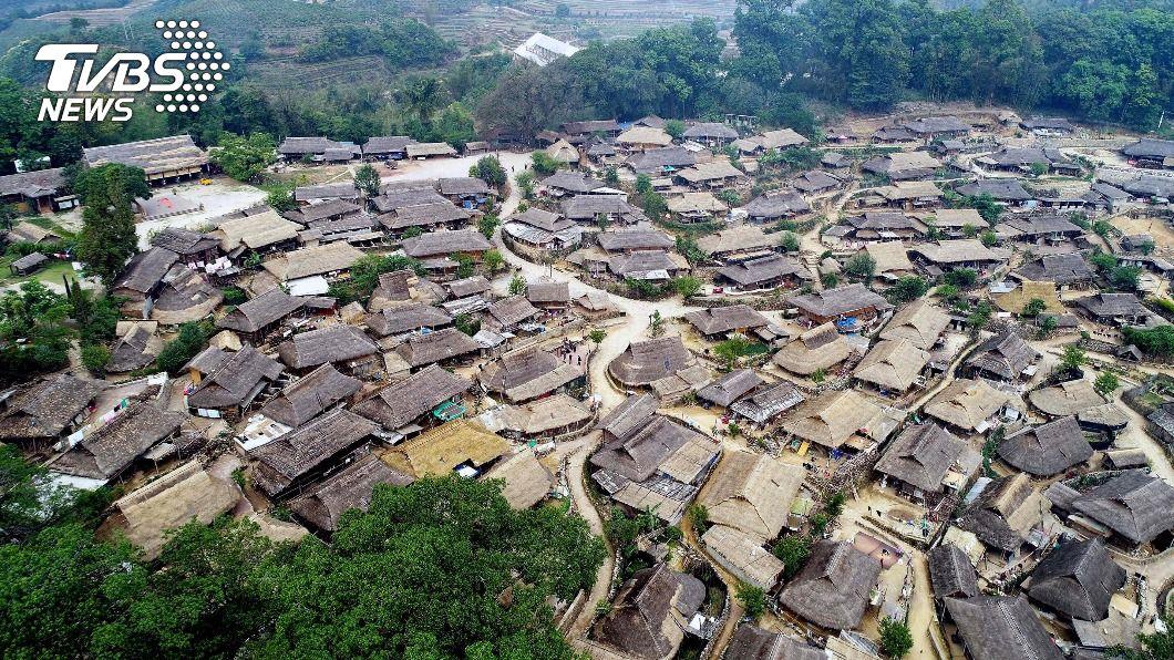 大陸最後一個原始部落雲南佤族翁丁村。(圖/中央社) 大陸最後原始部落大火 村民:基本都燒完了