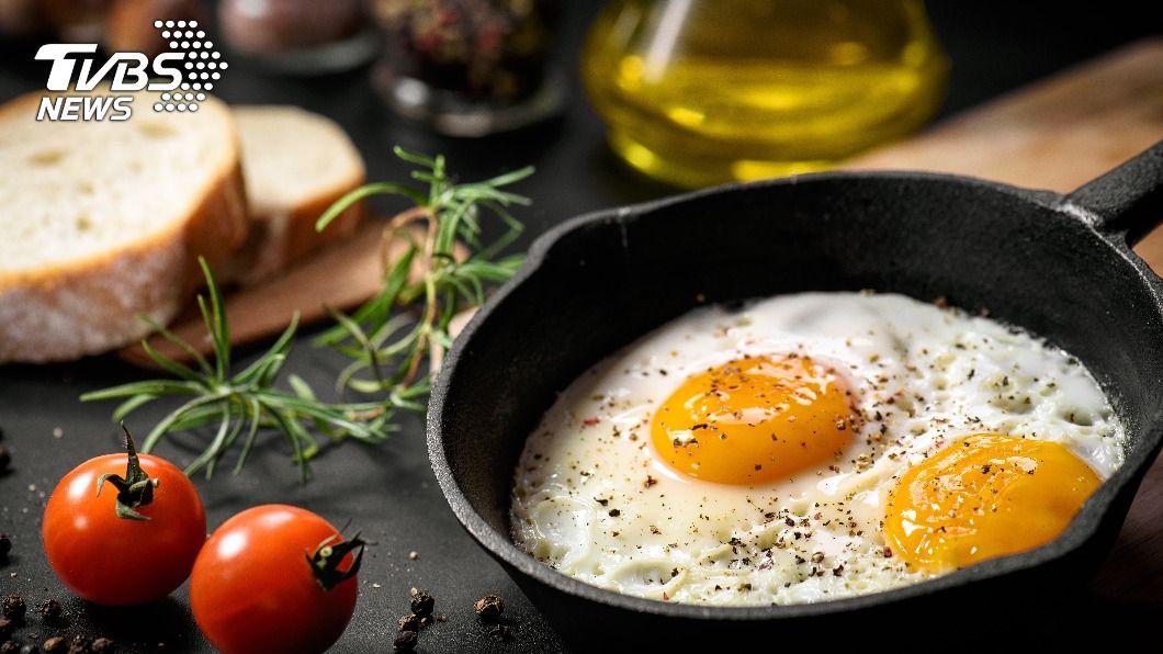不少人對於吃多顆蛋有著謬誤。(示意圖/shutterstock達志影像) 吃蛋增加膽固醇? 研究破迷思:降低心血管疾病風險
