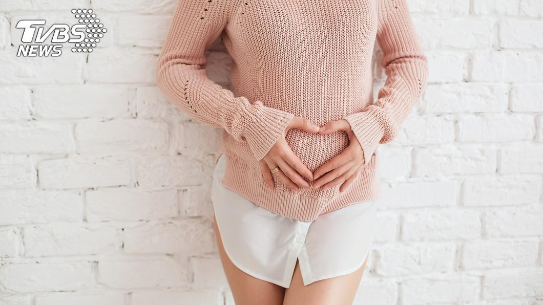 印尼一名女子腹部逐漸隆起。(示意圖/shutterstock達志影像) 「風吹進子宮」肚皮秒隆起 印女稱懷孕1小時產女
