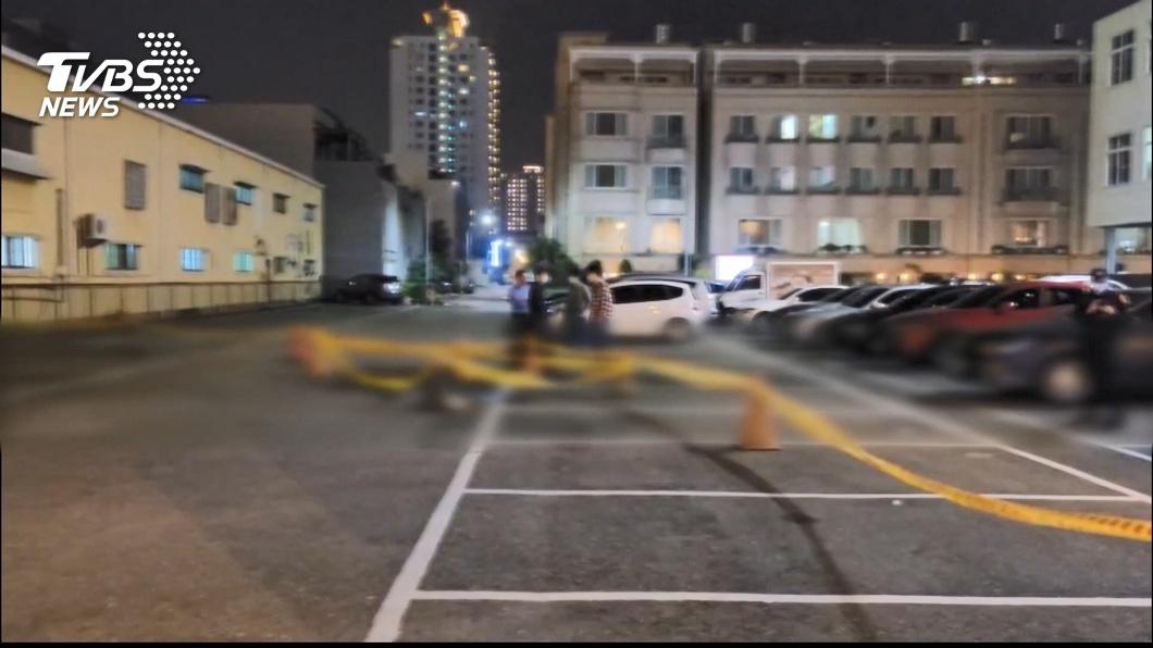 台南安平區停車場16日晚間發生一起命案。(圖/TVBS) 台南男子遭追殺命喪停車場 檢警逮6人至少3人在逃