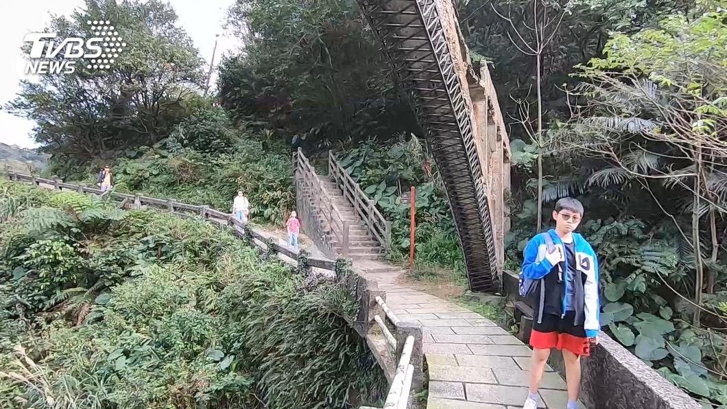 遊客冒險爬「水圳橋」 踩壞古蹟摔落橋墩