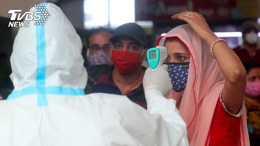 印度新冠肺炎疫情稍微趨緩。(圖/達志影像美聯社) 近3億人有抗體 專家認印度疫情已過最糟時期