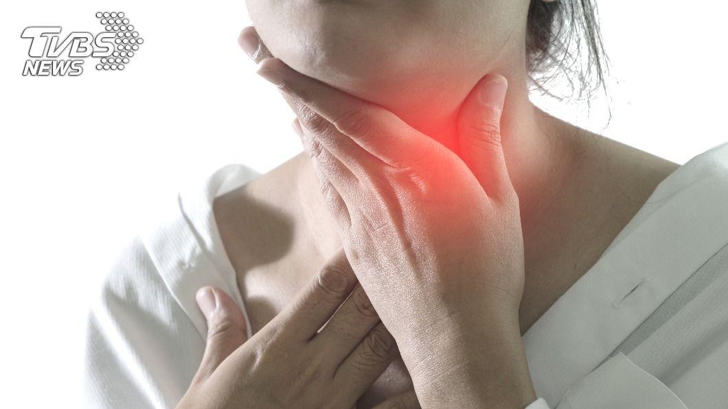 甲狀腺是內分泌器官,若長腫瘤大多為良性,但也不能輕忽。(示意圖/shutterstock達志影像) 婦女健檢發現甲狀腺結節 置之不理5年變癌症