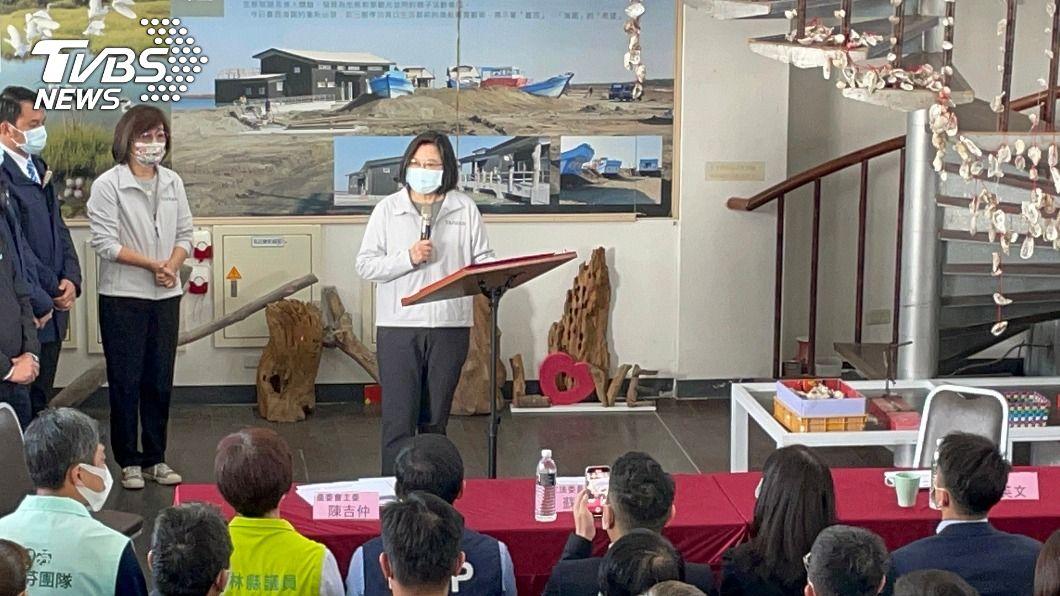 總統蔡英文到雲林縣與農漁民座談。(圖/中央社) 推漁電共生 蔡總統:創造綠能養殖生態三贏