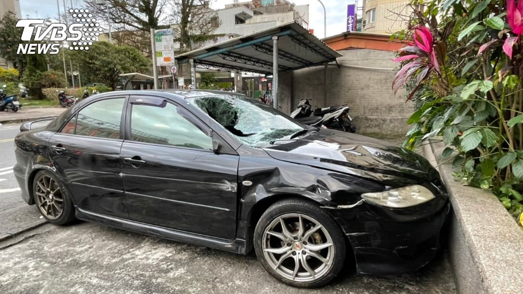 圖/TVBS 快訊/轎車狂飆撞飛路人 訪友遇死劫2死1傷