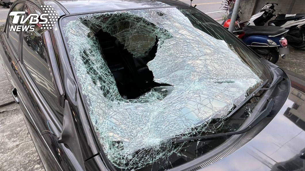 轎車疑似車速過快,導致路人無辜遭撞且送醫不治。(圖/中央社) 宜蘭轎車飆速害命 撞飛無辜路人釀2死1傷