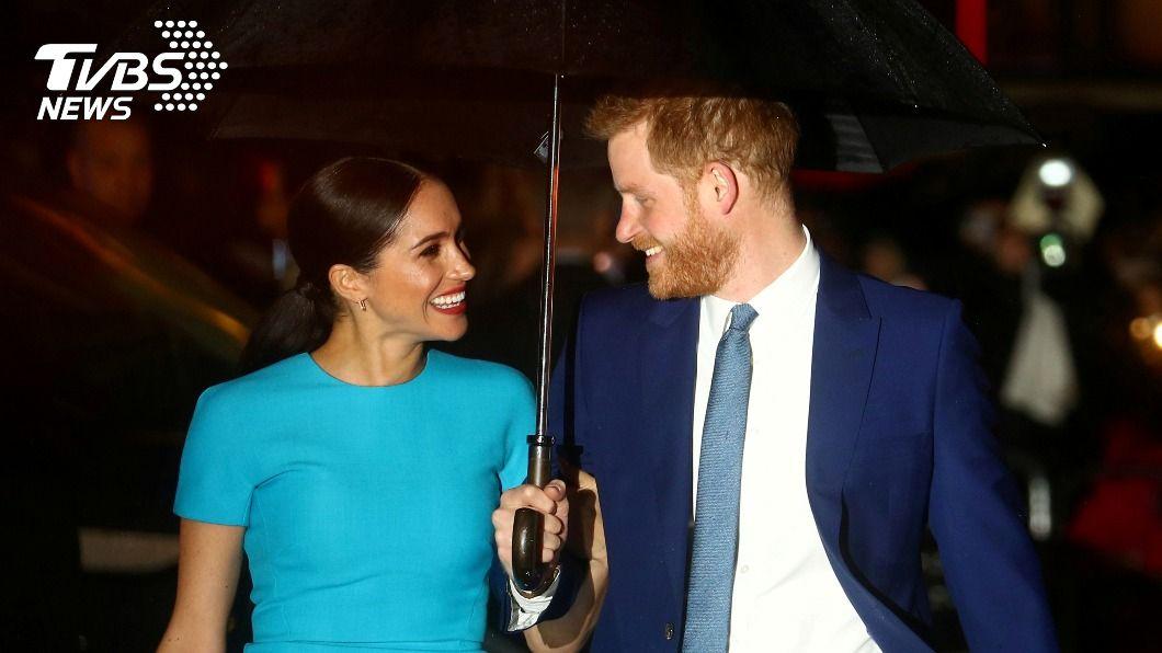 哈利王子與梅根告別王室生活。(圖/達志影像路透社) 哈利梅根不當英王室在職成員 將失所有榮譽頭銜