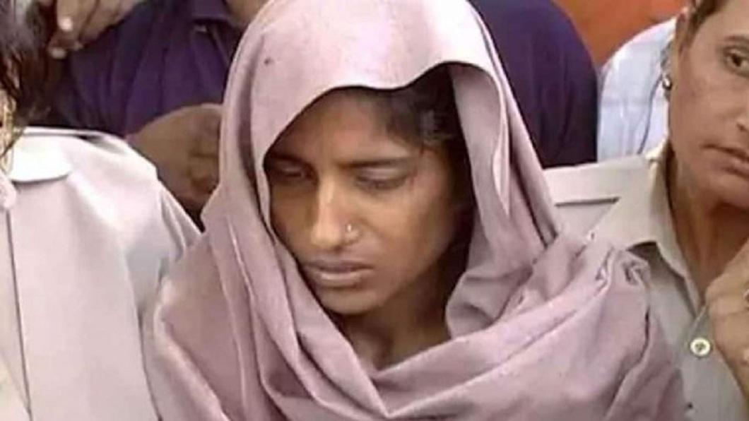 印度一名雙碩士女子戀上僅小學肄業的男友,家人強烈反對,她狠心殺害全家7條人命。(圖/翻攝自推特) 印度學霸女熱戀小學肄業男 為愛斬首全家奪7命