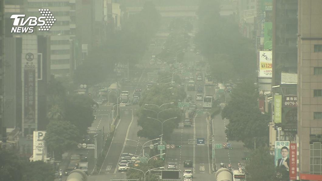 (圖/TVBS) 中南部擴散不佳 嘉南高屏15測站空品亮紅燈