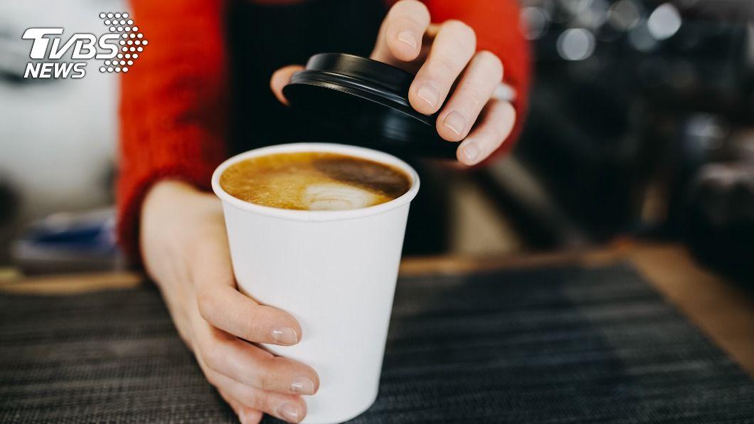 不少連鎖咖啡業者看好出遊人潮及商機,推出優惠活動。(示意圖/shutterstock達志影像)  咖啡陪你過連假!85度C第2杯半價、星巴克買1送1