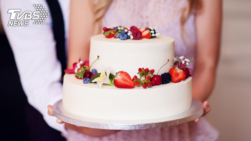 許多民眾過生日時都會買蛋糕慶祝一番。(示意圖/shutterstock 達志影像) 訂一條龍蛋糕「天公伯專用?」 網反讚幸運:今年超旺!