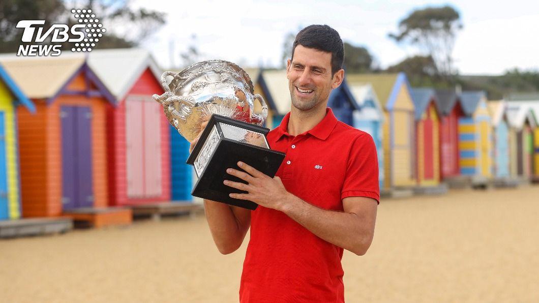 喬科維奇奪個人第9座澳網男單冠軍。(圖/達志影像美聯社) 喬科維奇抱傷澳網封王 自嘲如坐雲霄飛車般驚險