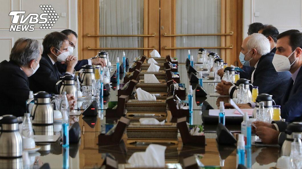 IAEA署長與伊朗外長會面。(圖/達志影像美聯社) IAEA署長訪德黑蘭 伊朗稱雙方討論成效卓著
