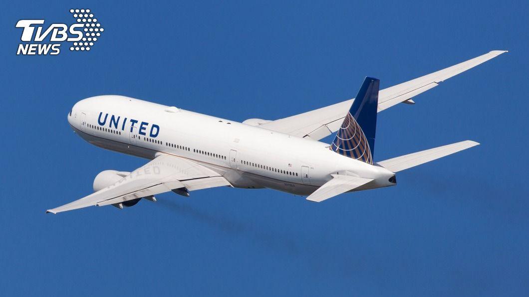 圖為聯航波音777同型機。(示意圖/shutterstock 達志影像) 聯航波音777「邊飛邊掉碎片」 日本宣布局部停飛
