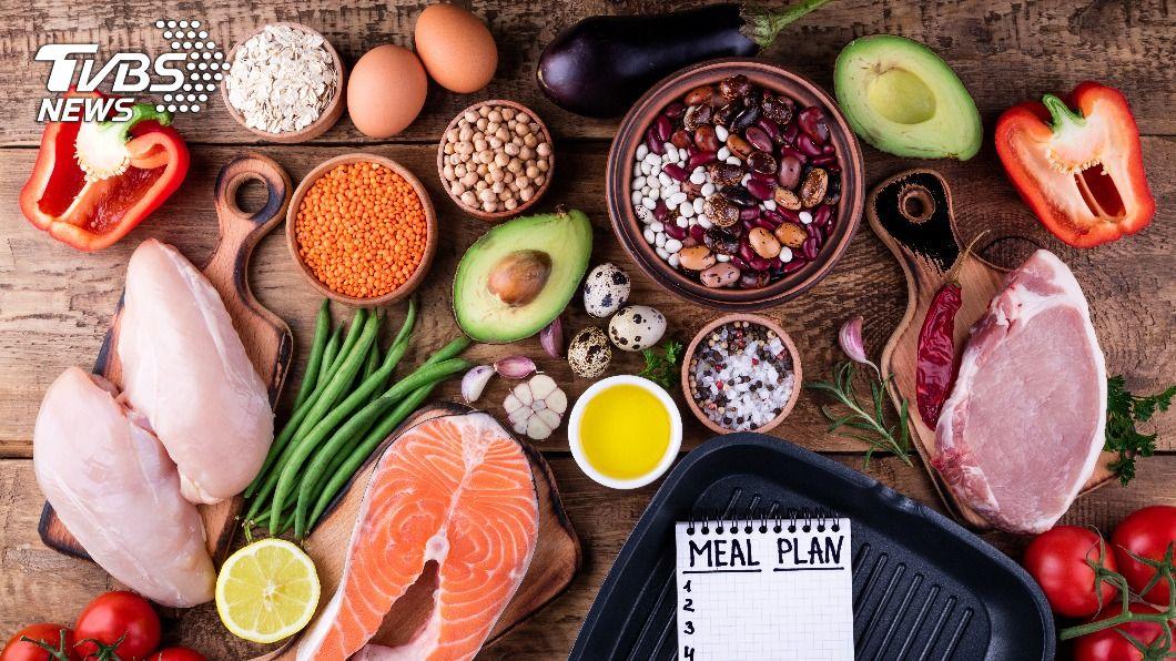營養師提供外食減醣5大原則,讓想減肥的民眾吃得飽又健康。(示意圖/shutterstock達志影像)  年後快瘦甩油!營養師公開「減醣菜單」健康瘦身