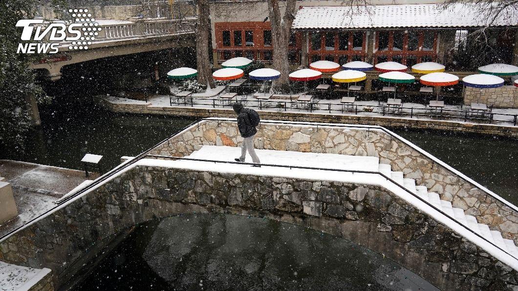 德州暴風雪斷水斷電,數百萬民眾受災。(圖/達志影像美聯社) 酷寒風暴過境德州 居民驚收45萬元電費帳單