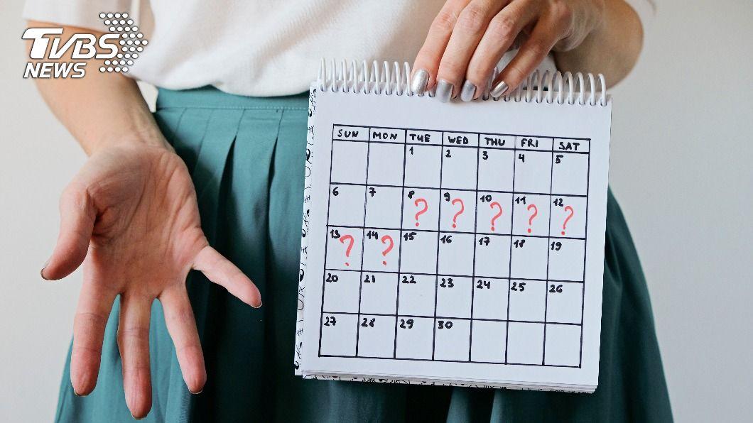不少女性有經期不規則的情況發生。(示意圖/shutterstock達志影像)  月經遲到跟大腦有關 哈佛研究:不規律易有早死風險