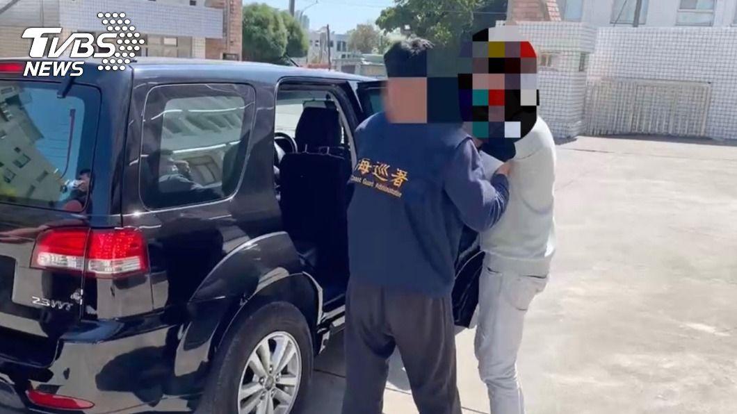 海巡署查獲1名詐欺犯。(圖/中央社) 往離島因防疫核對身分 東琉線1個月查獲3通緝犯