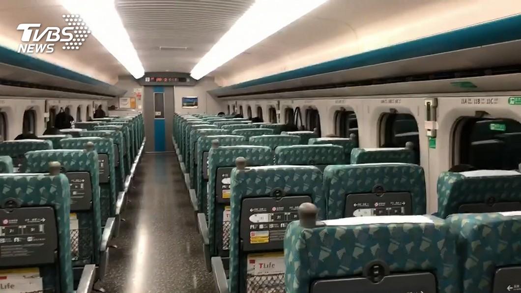 搭乘大眾運輸工具,包括高鐵、台鐵、捷運、客運和公車等,禁止民眾飲食。(圖/TVBS資料畫面) 搭高鐵被列車長怒吼 女嚇哭還原經過反遭砲轟