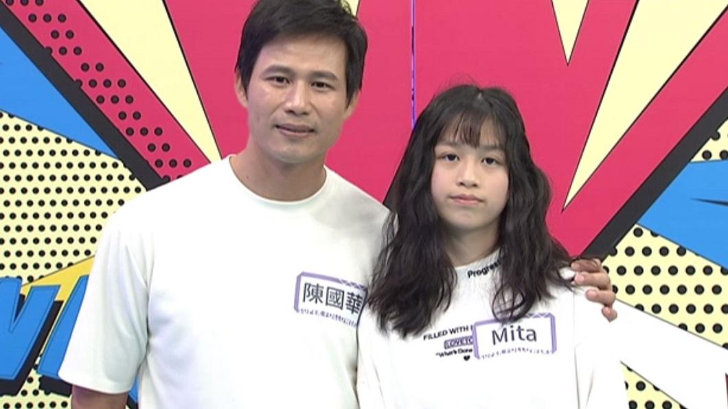 陳國華父女檔日前上《小明星大跟班》錄影,女兒大爆父親的料。(圖/中天提供) 對元元有意思? 陳國華被愛女爆料:她身材好穿很少