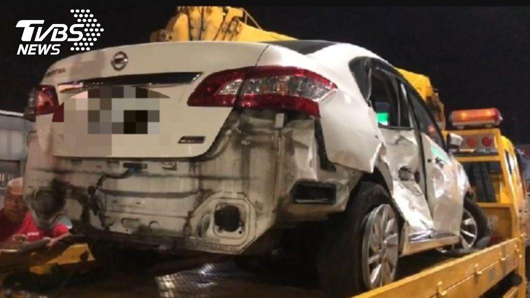 圖/TVBS 快訊/國六南投段3車追撞翻覆 7人受傷送醫