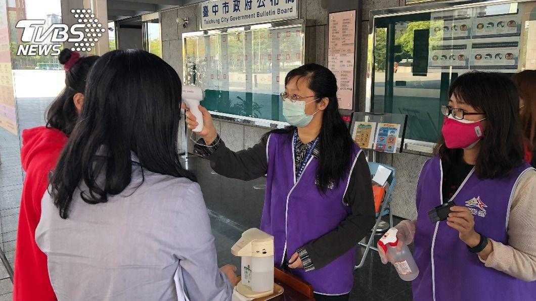 對於疫苗優先接種對象,並未納入市府所屬機構入口管制門禁人員。(圖/中央社) 新冠疫苗優先接種對象 盧秀燕促納入門禁人員