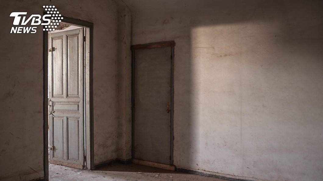 一處疑似凶宅的房產近期可能售出。(非事發地點,示意圖/shutterstock 達志影像) 租客死後轉手「暴漲3百萬」 鄰居嚇:房子不乾淨