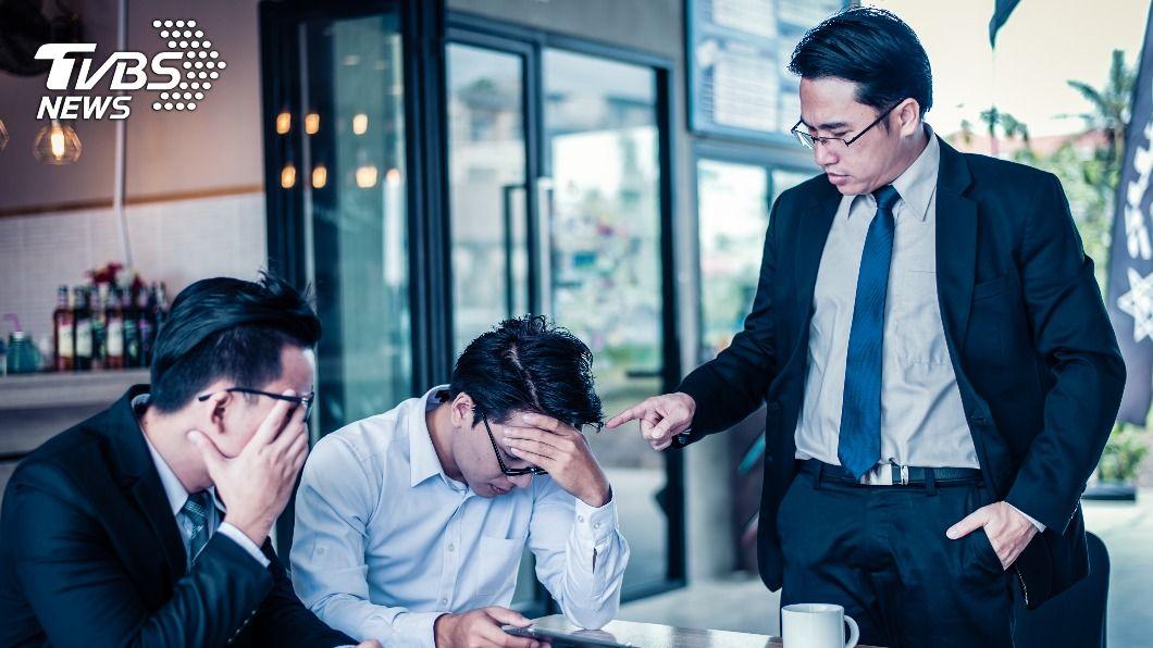 大陸一名官員因滿口髒話被民眾檢舉。(示意圖/Shutterstock達志影像) 官員滿口囂張粗話 陸「最髒村書記」下場超悲劇