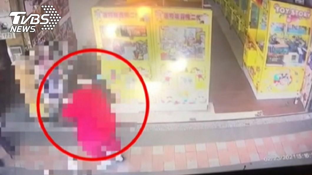 新北市新莊區發生1起人倫悲劇。(圖/TVBS) 老母親拒付5千貓糧費 新北女發狠持水果刀狂刺死