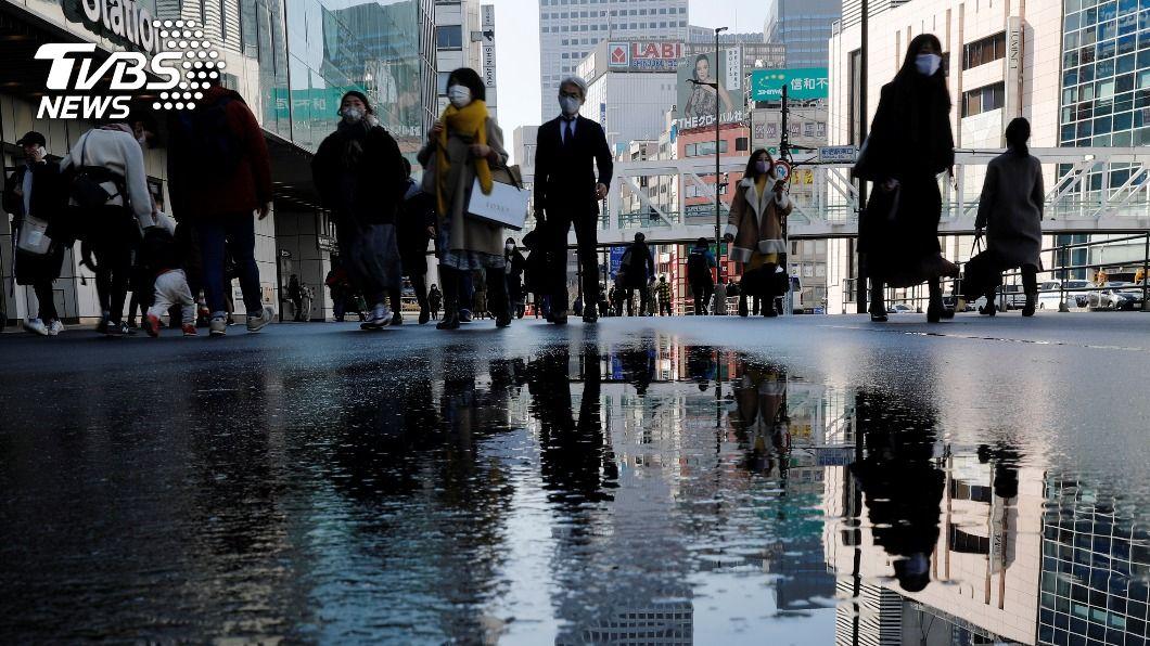 日本10都府是否能提早解除緊急事態,26日做決定。(圖/達志影像路透社) 日本大阪等5府縣緊急事態是否提早解除 26日決定