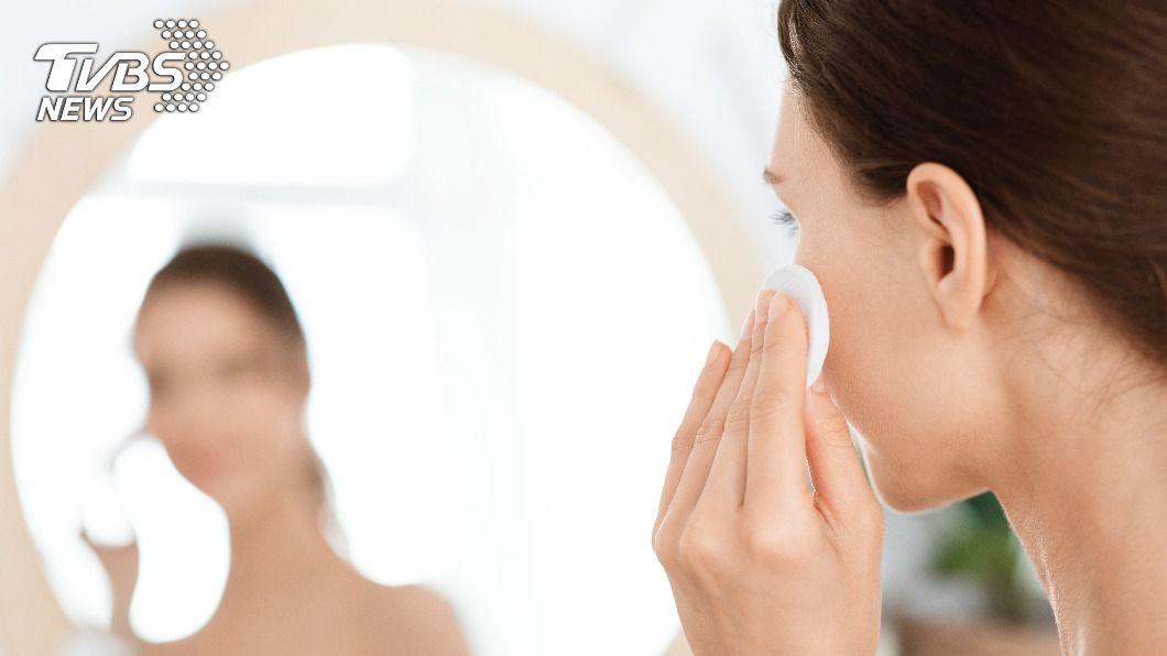 用錯方法洗臉會加速皮膚乾燥、老化,擦再多保養品也枉然。(示意圖/shutterstock達志影像)  洗錯臉擦再多保養品也枉然 破解4大臉部清潔迷思