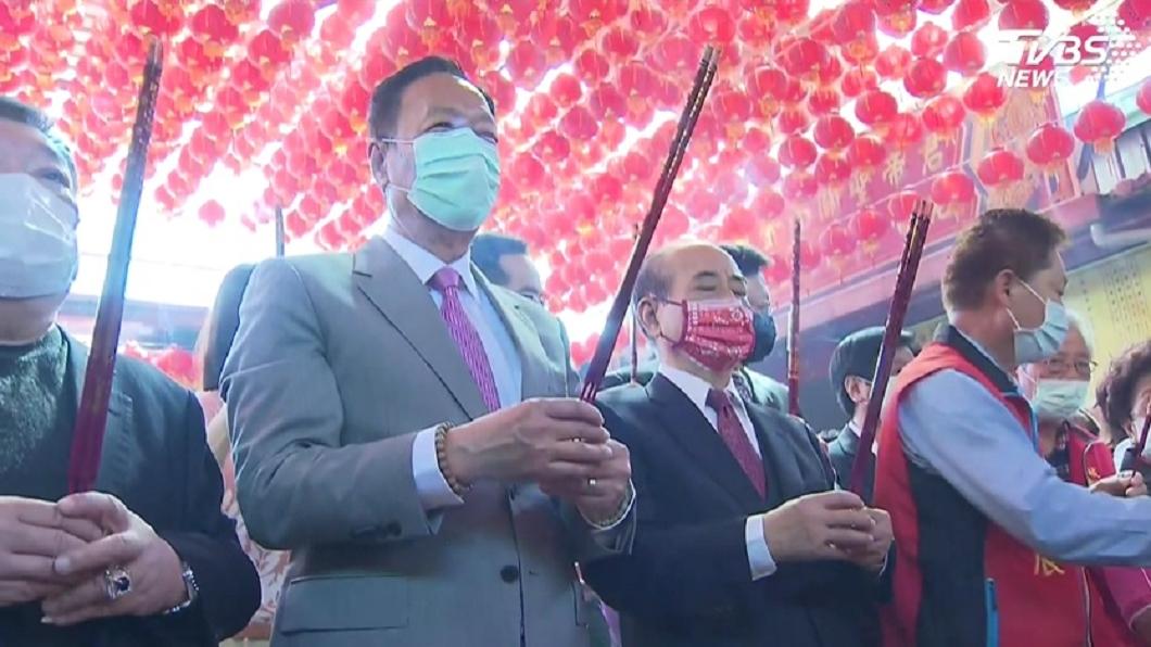 鴻海創辦人郭台銘和前立法院長王金平合體參拜。(圖/TVBS) 合體王金平參拜「再戰2024」? 郭台銘給答案