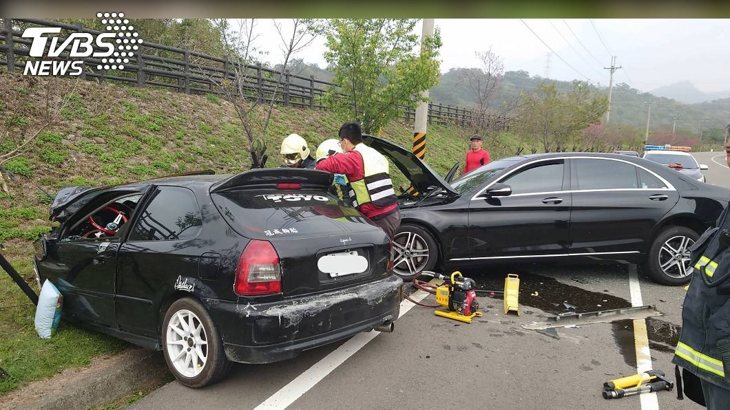 許男酒駕載妻小逆向超車釀悲劇。(圖/中央社) 酒駕逆向超車對撞奪2命 殞命嬰「未坐安全座椅」