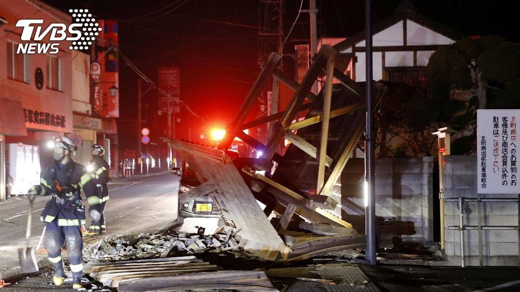 13日福島縣外海地震,已確認出現首名死者。(圖/達志影像路透社) 日本213福島外海強震 慘害50多歲男性「窒息死亡」