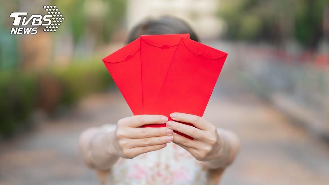 許多長輩都會有包紅包給晚輩。(示意圖/shutterstock 達志影像) 孫子出生收到紅包 婆婆要求「分一半」媳婦傻眼