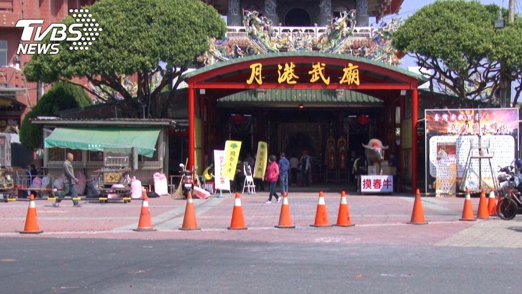 受疫情影響,台南鹽水蜂炮活動縮小規模舉行。(圖/中央社) 鹽水蜂炮首度不開放民眾參與 街頭不若往年熱鬧