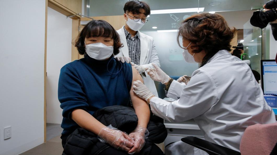 圖/達志影像路透 南韓開打AZ疫苗!為慎重.防疫再延兩周